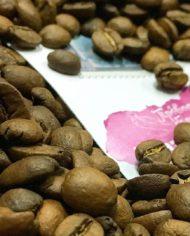 Вкусный кофе, бразилия сантос, зерновой и молотый